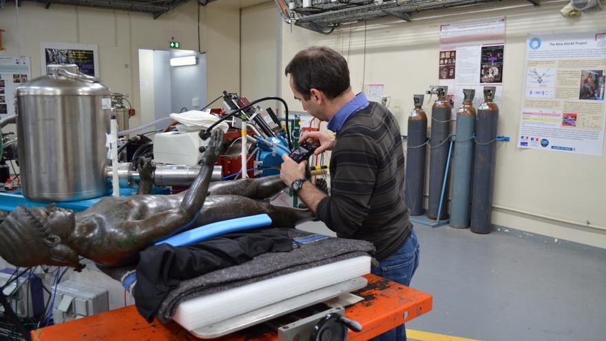 Un equipo técnica se encarga de operar y mantener la máquina en óptimas condiciones