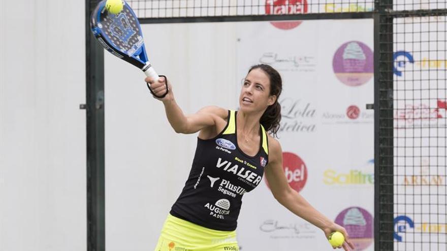 La número 1 del Circuito Mundial de Pádel, la grancanaria Marta Marrero, exestrella del tenis afincada en Barcelona desde los 18 años, durante una de las clases que ha impartido en Las Palmas de Gran Canaria. EFE/Ángel Medina G.