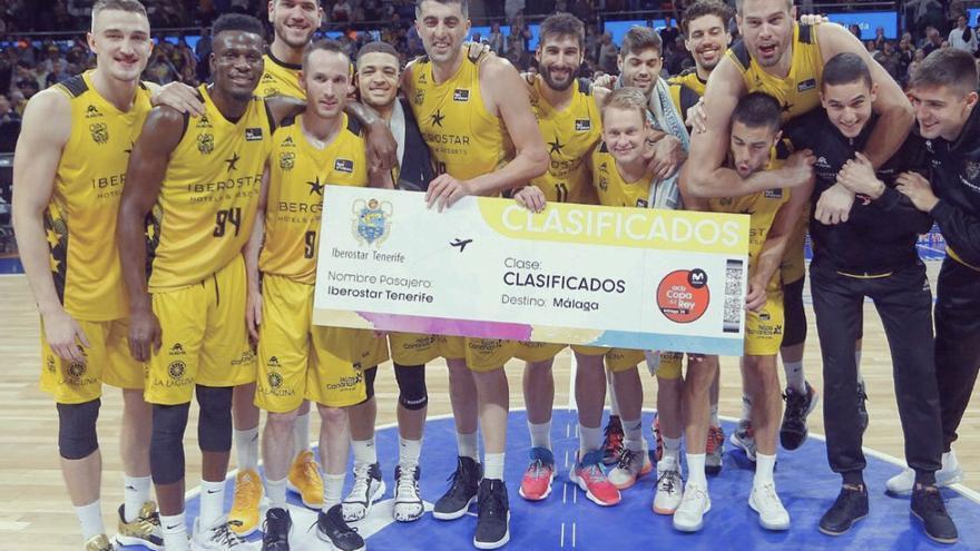 Los jugadores del Canarias, tras lograr el pasado domingo el `billete' para la Copa del Rey.