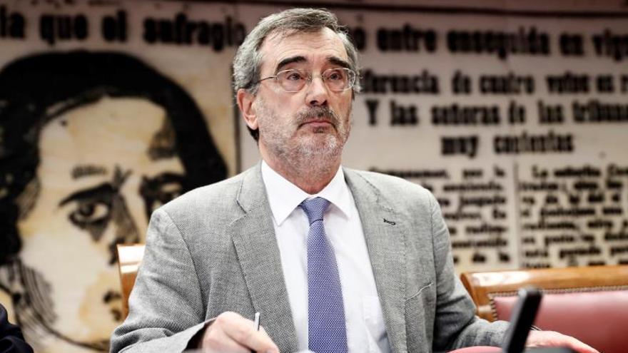 Manuel Cruz, presidente del Senado, niega haber cometido plagio en un manual de filosofía de 2002.
