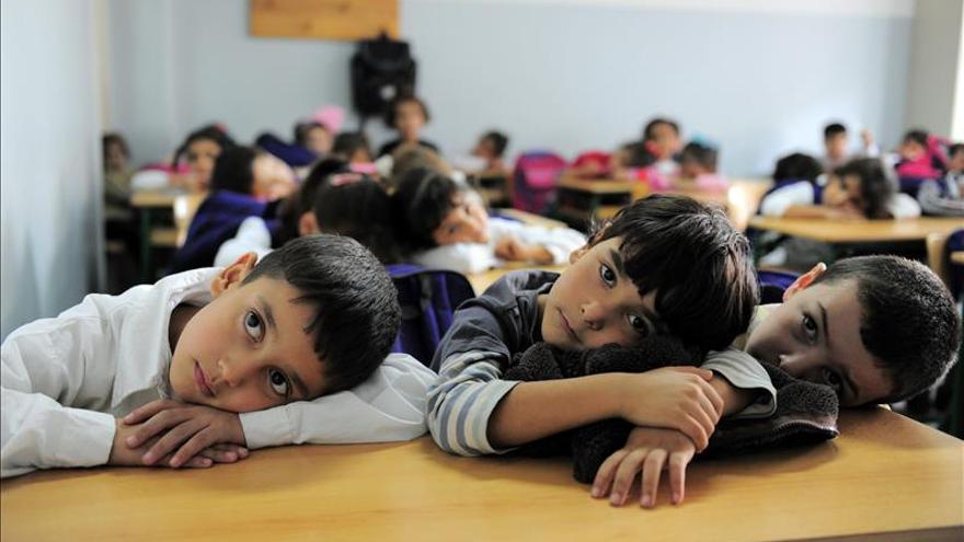 Valérie Trierweiler pide escolarizar a los niños sirios en una visita al Líbano