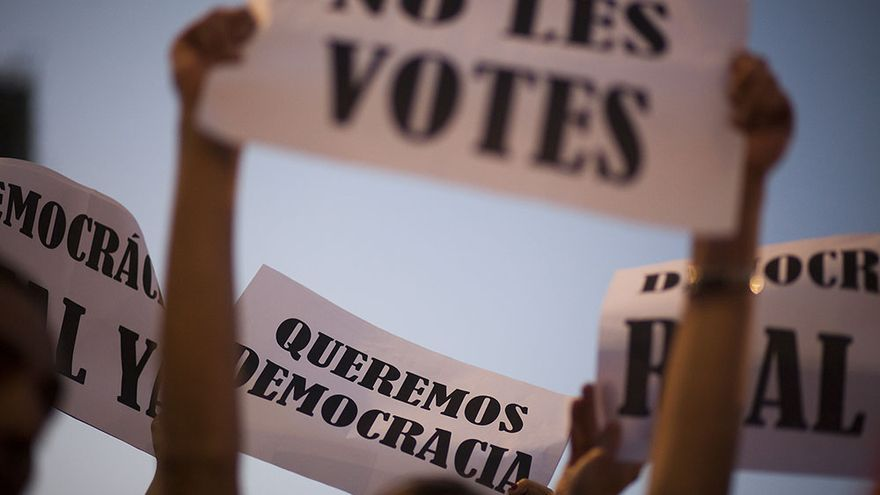 Manifestación del 15-M en la Plaza Catalunya de Barcelona. /EDU BAYER