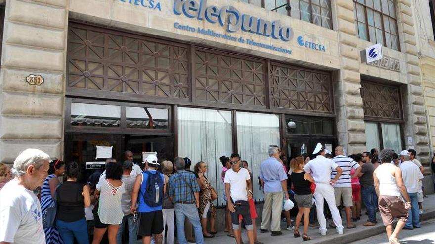 Los cubanos podrán contratar más de una línea de telefonía móvil