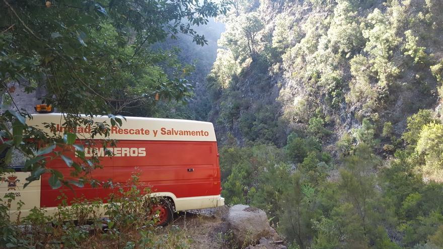 Ambulancia de los bomberos en el barranco de La Madera. Foto: LUZ RODRÍGUEZ.