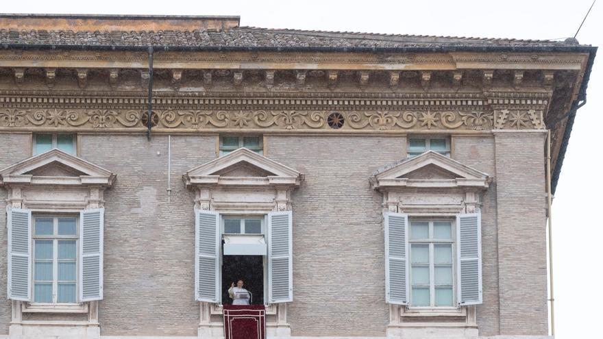 El papa anima a mantener el frágil alto el fuego en Nagorno Karabaj