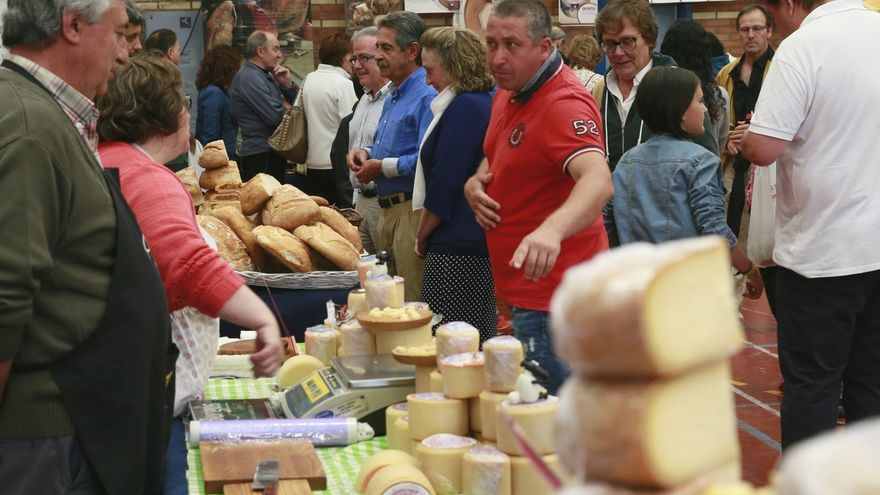 """Revilla: Tenemos que convecer al mayor número de gente de que en Cantabria se fabrican los """"mejores productos del mundo"""""""
