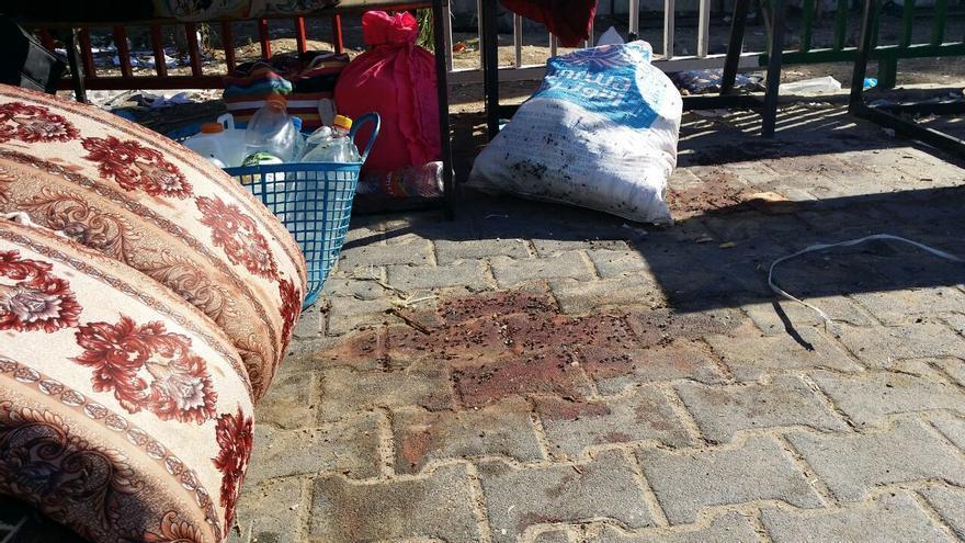 Una mancha de sangre en el patio de la escuela de la UNRWA en Beit Hanún. Foto: Manu Pineda, Unadijum.