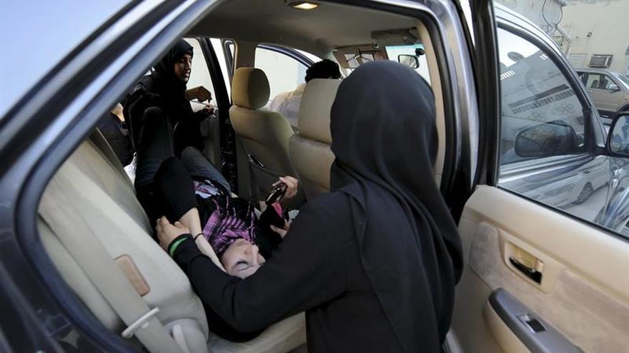 Excarcelan a una destacada activista de Baréin y a su hijo pequeño