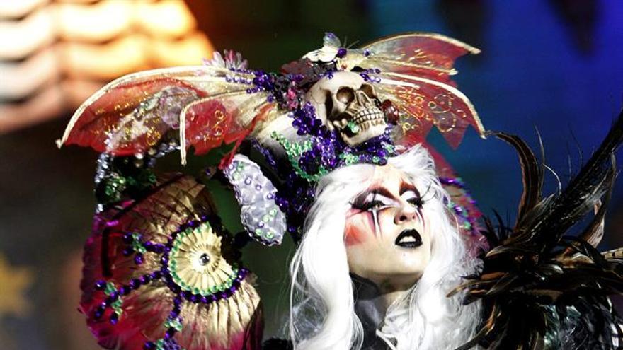 Guaiayara Santana, con la fantasía 'Pesadillas en Wonderland'