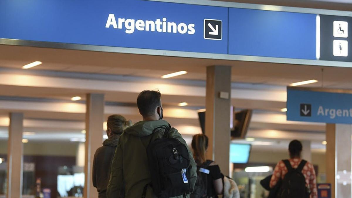 Argentinos que vuelven del exterior por trabajo no necesitan hacer cuarentena