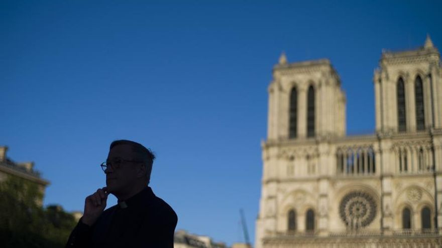 Notre Dame Cathedral reopens its esplanade