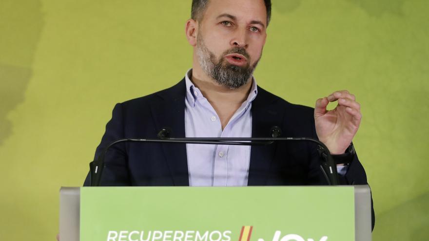 Abascal dice que el PP y el PSOE son cómplices de la inmigración masiva
