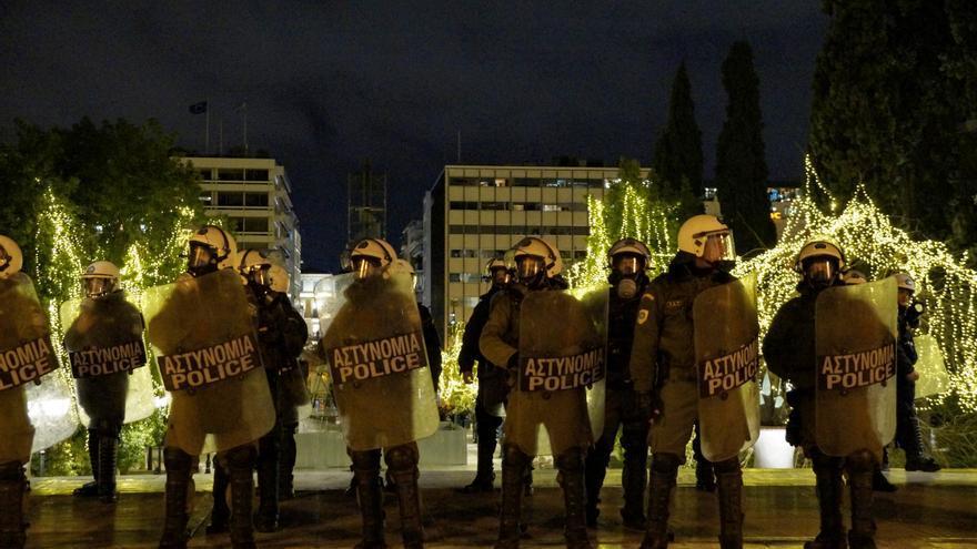 Agentes antidisturbios en la plaza Syntagma, en Atenas