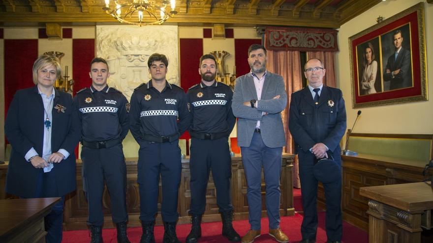 El Ayuntamiento incorpora tres nuevos agentes en prácticas a su Policía Local