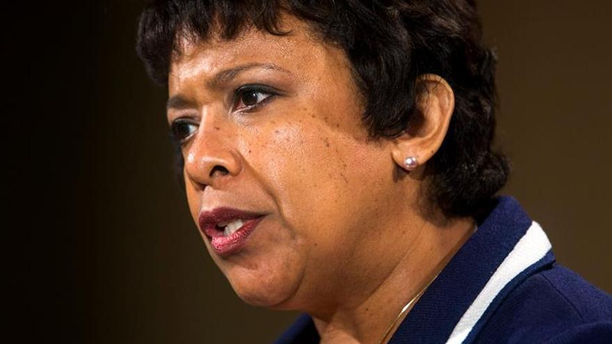 """Fiscal general de EE.UU.: """"La violencia no puede ser la respuesta"""""""