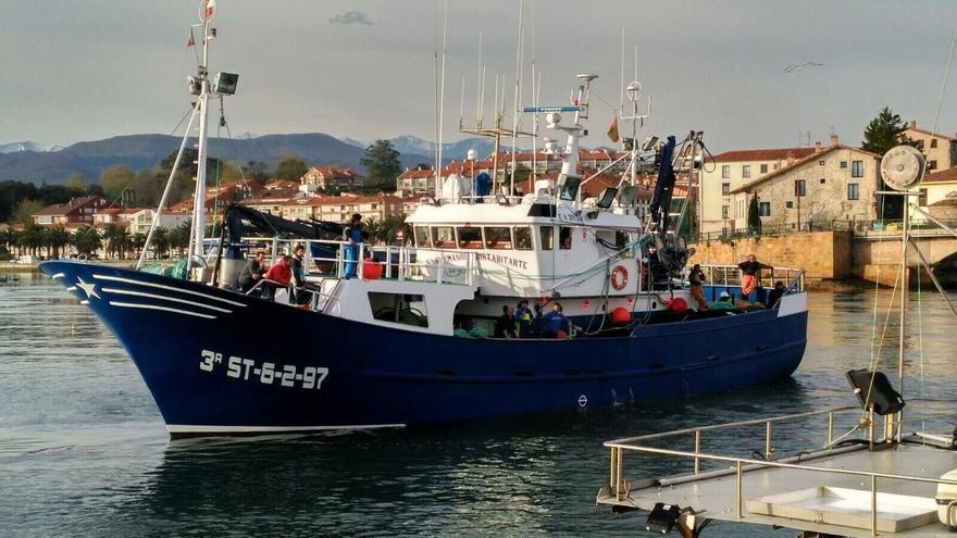 El Ministerio establece las limitaciones para la pesca del jurel y la caballa en los puertos de Cantabria