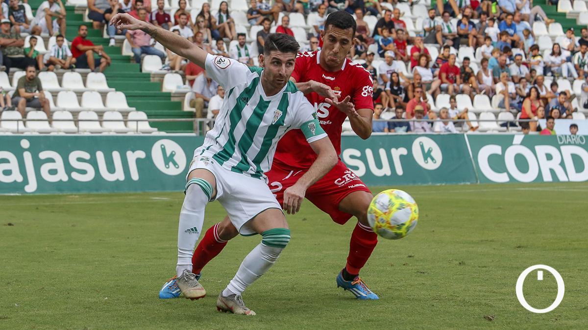 Javi Flores, ante el Murcia en El Arcángel el pasado curso.
