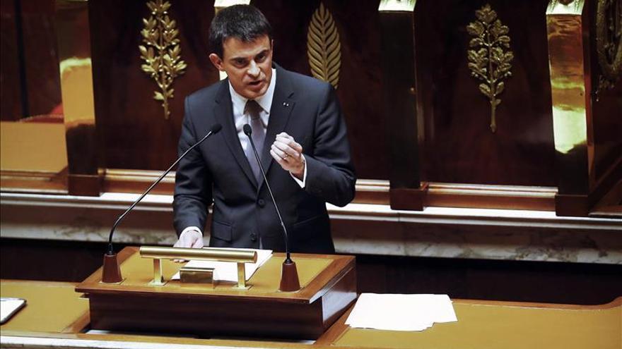 """Valls, decidido a volver a usar el recurso constitucional para la """"ley Macron"""""""