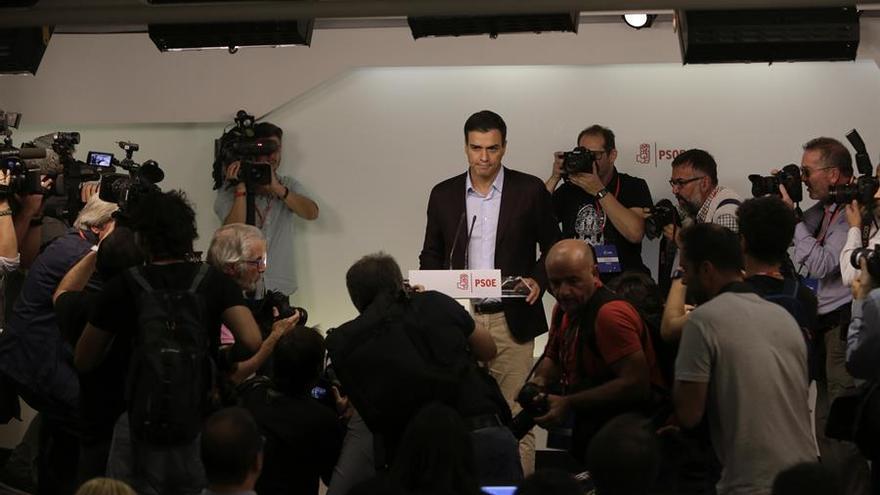 El secretario general del PSOE, Pedro Sánchez, durante la rueda de prensa en la que anunció su dimisión en 2016.