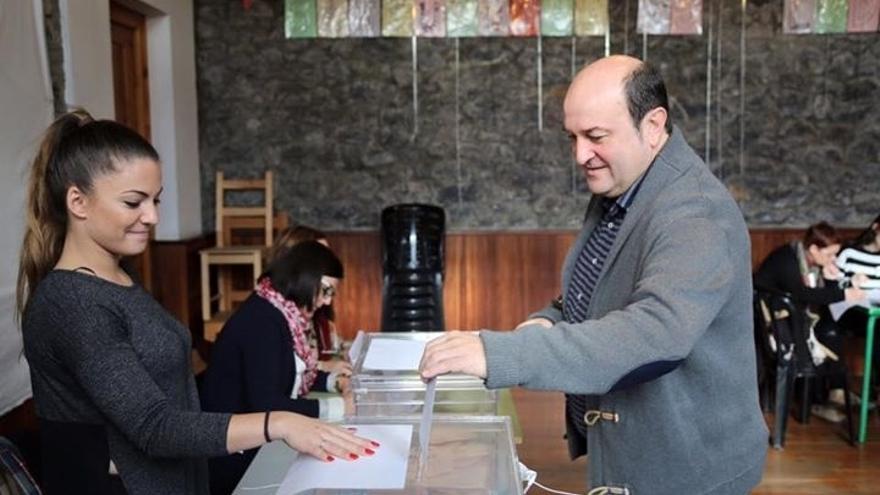 """Ortuzar espera que """"Euskadi siga siendo diferente"""" y demuestre que """"no se deja llevar por las campañas de Madrid"""""""