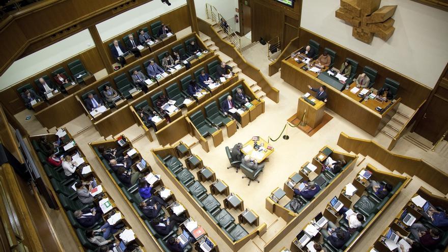 """Parlamento Vasco pide que se ponga fin a los actos de reconocimiento """"con ostentación pública"""" a presos de ETA"""