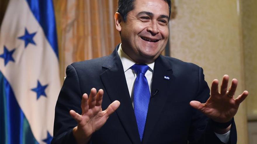 El presidente de Honduras recibe credenciales de embajadores de Japón y Perú