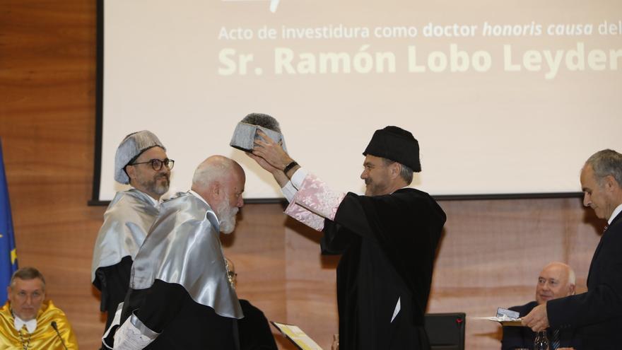 Ramón Lobo es investido doctor 'Honoris Causa' por la Universidad Miguel Hernández de Elche.