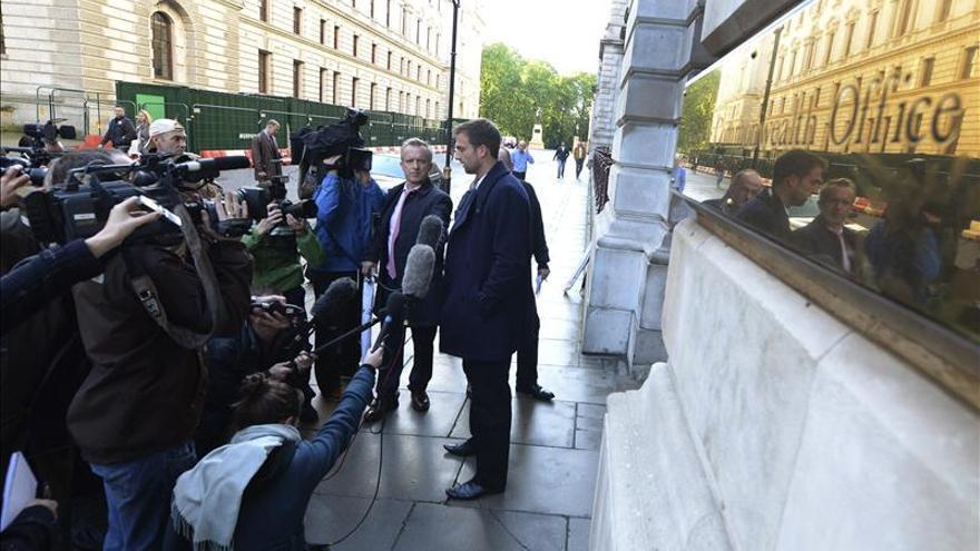Protesta en apoyo del cámara británico detenido con Greenpeace en Rusia