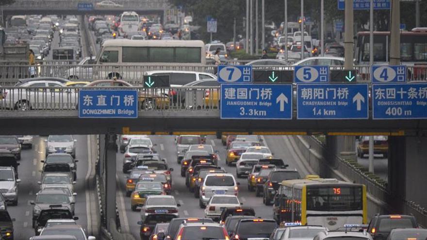 Más de 10.000 vehículos atrapados en un gran atasco en isla china de Hainan