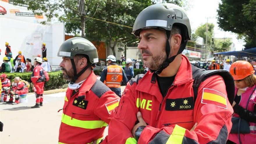Españoles se ponen a trabajar con la esperanza de encontrar mexicanos vivos