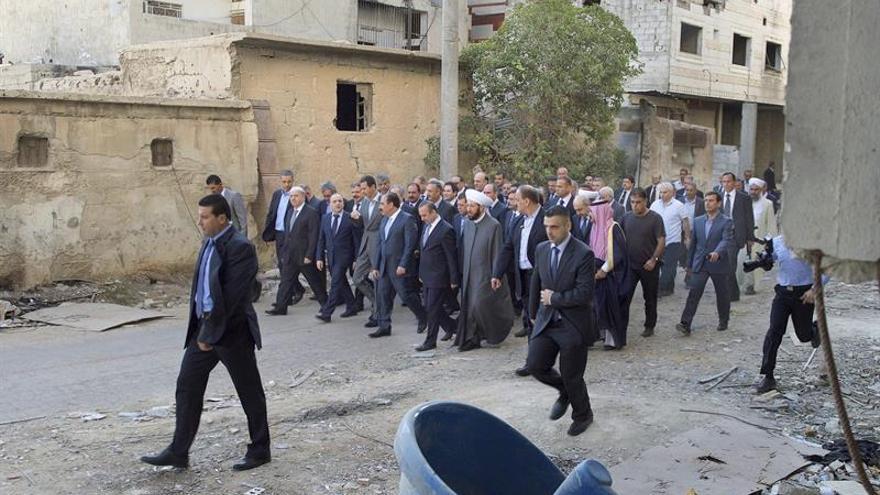 Al Asad aparece en público en la urbe siria de Daraya tras el acuerdo de pacificación