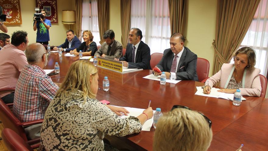 Alcaldes de seis pueblos aledaños a Toledo piden a Ayuntamiento y Defensa que el parking de Santa Teresa sea gratuito