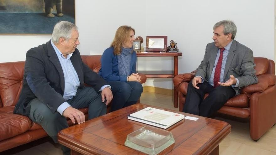El Gobierno cántabro impulsa la formación de periodistas con un nuevo convenio con la Asociación de la Prensa