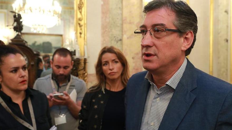"""Prendes (Cs) pide a Puigdemont y a Junqueras """"parar la locura"""" del referéndum"""