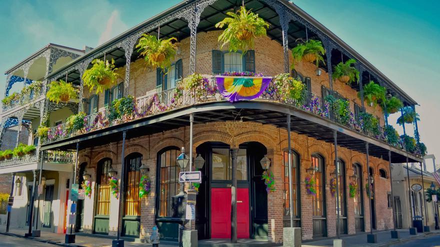 Edificio colonial en Royal Street, corazón del Barrio Francés.