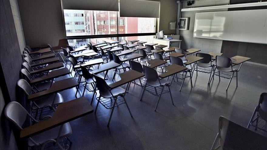 Un aula universitaria vacía
