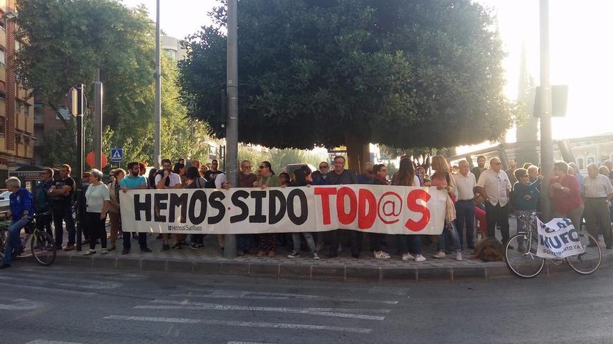 Vecinos de Murcia pidiendo que se quite la imputación a los multados por las protestas pro soterramiento