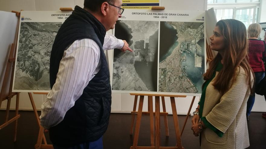 La consejera de Política Territorial, Inés Miranda, en la exposición del Cabildo de Gran Canaria que muestra imágenes inéditas del paisaje de la Isla.
