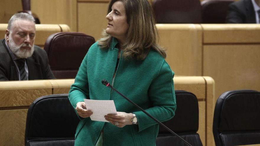 Báñez defiende que la reforma laboral tuvo más apoyo que la del aborto ante la petición de dimisión del PSOE
