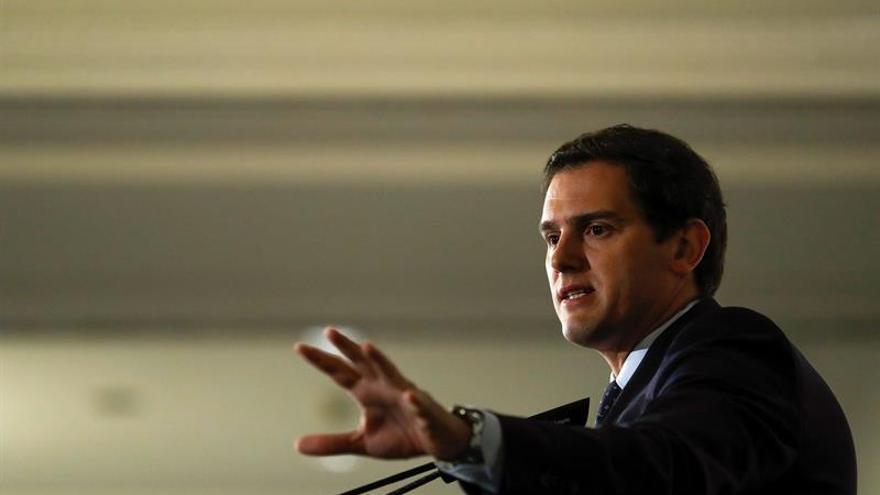 Rivera dice no sabe cómo Sánchez tiene estómago de acercar a los presos ETA