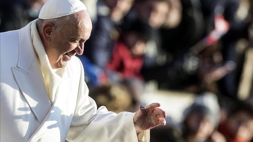 """El papa Francisco dice que el mundo """"no debe temer"""" la eclosión de China"""