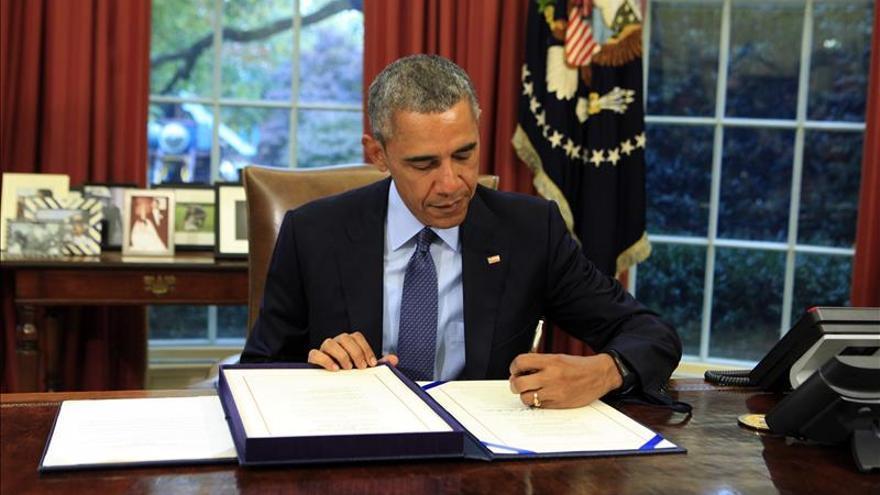 Obama firma ley presupuestaria que descarta la suspensión de pagos en EE.UU.