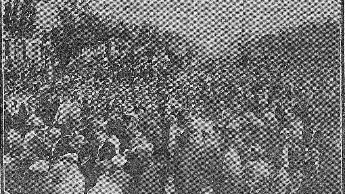 Manifestación en el Paseo de La Victoria de Córdoba tras la proclamación de la II República