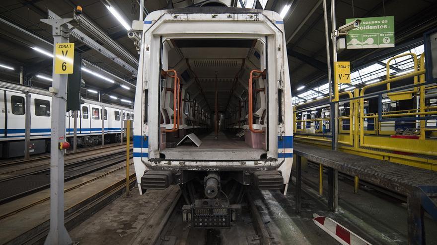 Uno de los trenes en el ciclo de mantenimiento corto de Metro. / Fernando Sánchez
