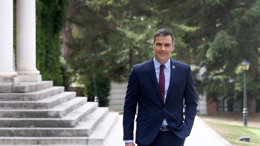 Pedro Sánchez, presidente del Gobierno, en los jardines del Palacio de la Moncloa