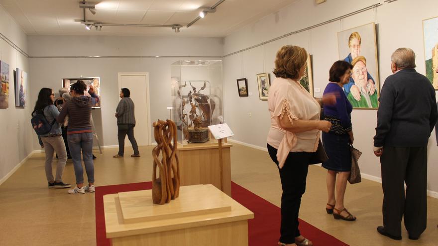 Bullas inaugura una exposición de artistas de la localidad