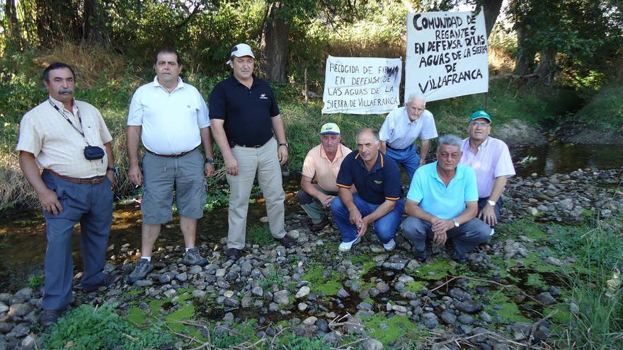 Representantes de los regantes del río Corneja, tras reunirse en contra de de que les quiten las aguas de su río.