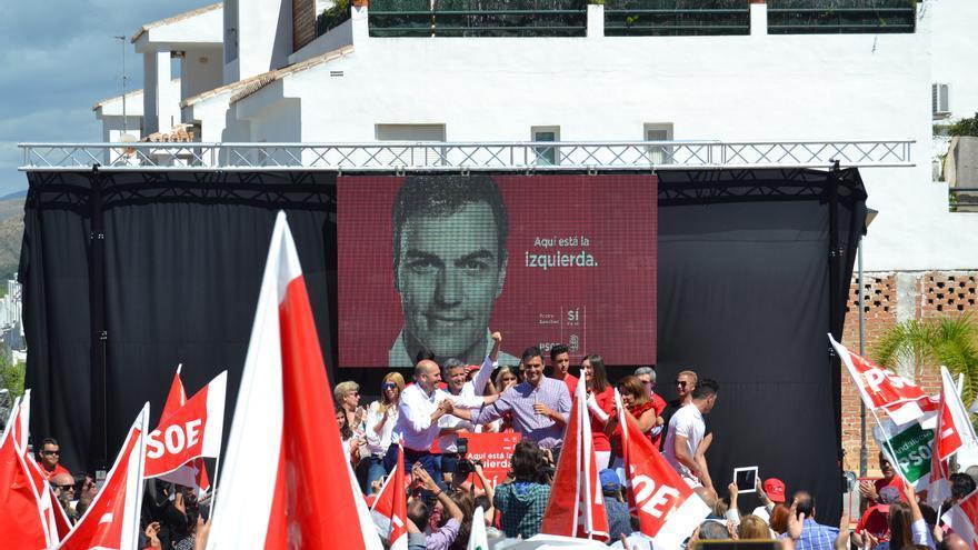 Ignacio López, en el centro, entre Pedro Sánchez y Jorge Gallardo | N.C.