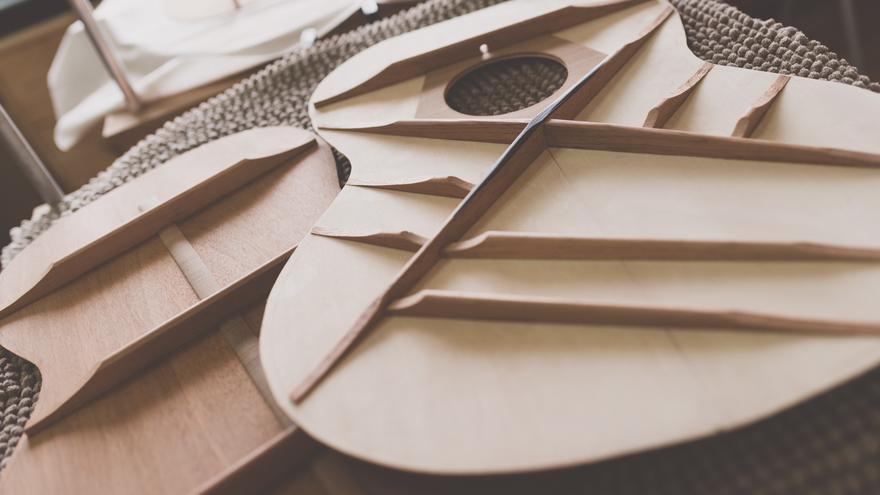 Luis Guerrero ha decidido dar a sus guitarras acústicas un sello español