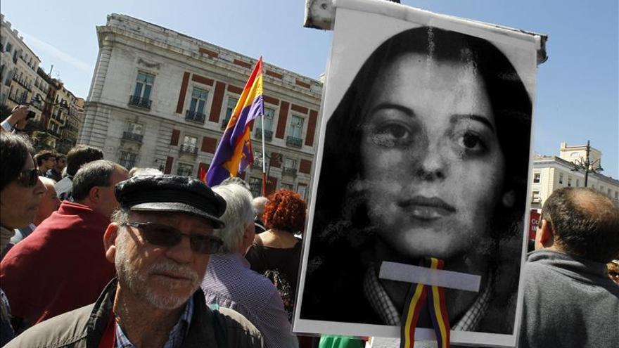 Los manifestantes exigen al Gobierno que investigue al asesino de Yolanda González - manifestantes-Gobierno-investigue-Yolanda-Gonzalez_EDIIMA20130413_0148_4